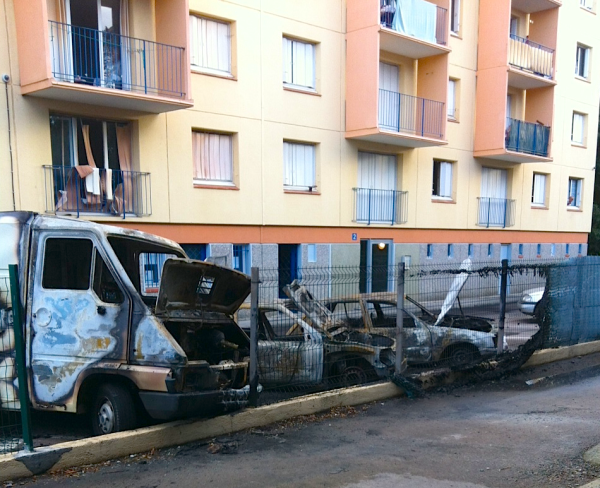 Plusieurs vehicules incendies a Perpignan